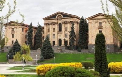 У Вірменії горіла будівля парламенту