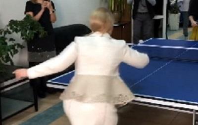 Тимошенко показала, как играет в настольный теннис