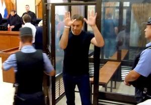 По ходатайству прокуратуры суд отпустил Навального под подписку о невыезде