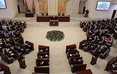 Лукашенко: Хто посміє знищити Білорусь - буде проклятий