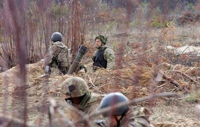 На Донбасі за добу два обстріли, поранений боєць ЗСУ