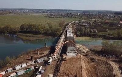 Будівництво моста через Дністер: відео з дрона