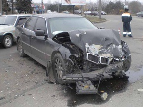 В Днепропетровске BMW врезался в маршрутку: есть пострадавшие