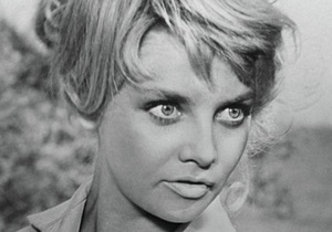 Актриса Кустинская остается в тяжелом состоянии