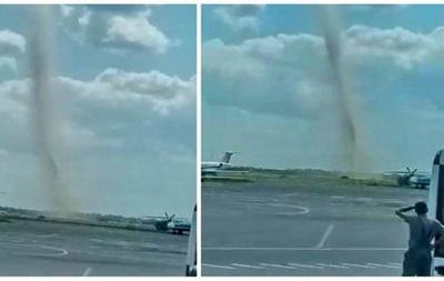 Біля Одеського аеропорту зафіксували смерч