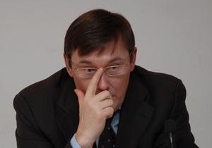 Луценко рассказал, почему он прописан в квартире своего водителя