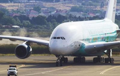 Делегація УЄФА прилетіла в Баку найбільшим літаком у світі