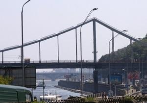 новости Киева - мост - Днепр - В Киеве утонула иностранная студентка, которая попала в водоворот в Днепре