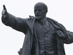 В Луганской области взорвали памятник Ленину