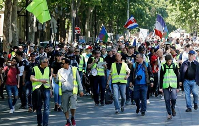 Акции  желтых жилетов  во Франции собрали не более 9,5 тыс. человек