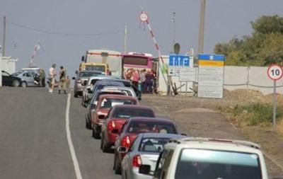 На Донбассе в очередях на КПП застряли 165 авто