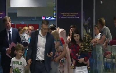 В Україну повернули 10 дітей, мати яких заарештували в Грузії