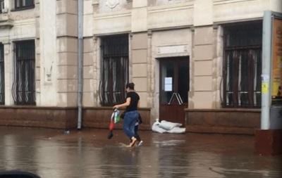 В Черновцах затопило вокзал