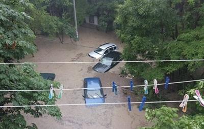 Мощный ливень затопил Севастополь