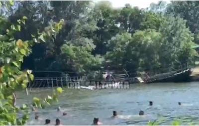 В Харькове оборвался канатный мост с людьми