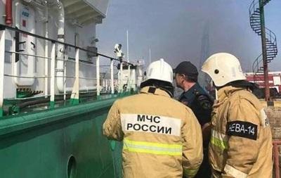 В порту Махачкалы взорвался и горит танкер