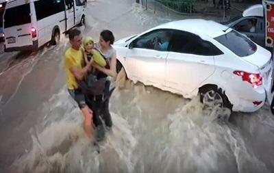 У Криму врятували дитину, яку віднесло потоком води
