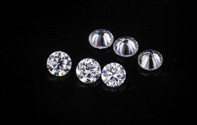Нацбанк виставив на аукціон майже тисячу діамантів