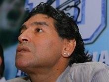 Олимпийский огонь в Аргентине понесет Марадона