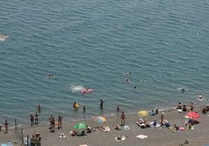Смерть отдыхающих - В Скадовске на пляже отдыхающие обнаружили два трупа