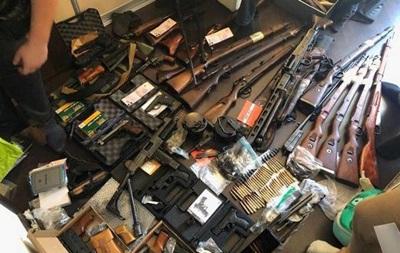 В харьковской квартире обнаружили крупный арсенал оружия