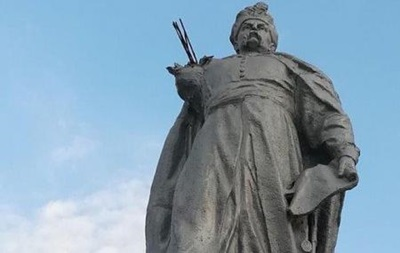 У Кривому Розі у пам ятника Хмельницькому відпала рука