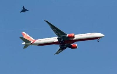 Самолет экстренно приземлился в Лондоне после сообщения о бомбе