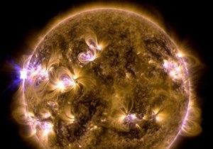 Новости науки - вспышки на Солнце: Новая вспышка на Солнце может представлять опасность для пассажиров самолетов