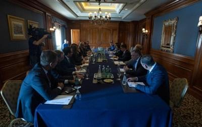 Зеленский обсудил с депутатами Канады санкции против РФ