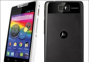 Motorola выпустила два новых смартфона под культовым брендом Razr