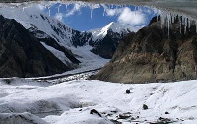 У Киргизстані напали на туристичний табір у горах, є жертви