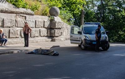 У центрі Києва самогубець стрибнув з Мосту закоханих