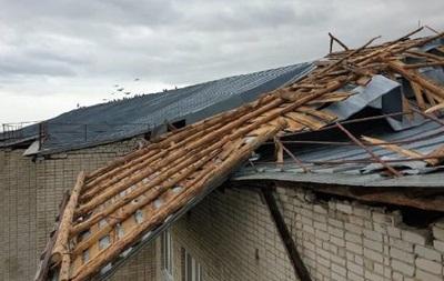 Негода в Україні: знеструмлено 130 населених пунктів, ушкоджено двох людей