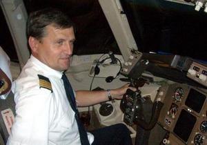 Польский пилот, посадивший Boeing 767 без шасси, стал звездой Facebook