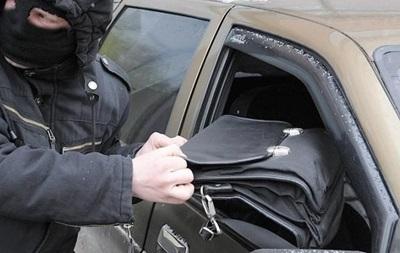 У Києві з авто викрали рюкзак з великою сумою