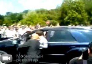 Джип Медведева въехал в толпу людей