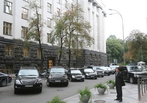Корреспондент: Скромные доходы не мешают украинским политикам тратить миллионы