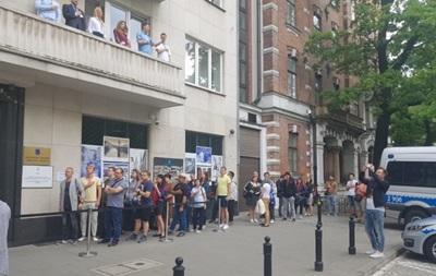 Выборы в Раду: в Польше образовались очереди