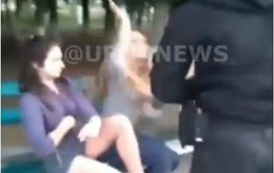 Під Києвом поліція застосувала газ проти п яних дівчат-підлітків
