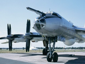 Крушение Ту-142 в России: Подняты первые обломки самолета. Поиск экипажа продолжается