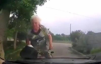 Бабушка на велосипеде влетела в патрульное авто