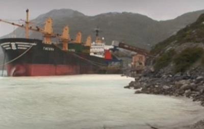В Чили разлили десятки тысяч литров дизтоплива