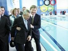 Ахметов едва не сбросил в бассейн мэра Донецка