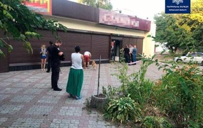В Черкассах девушка с ребенком на руках устроила резню
