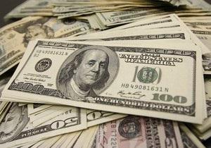 Дело: НБУ поддерживает высокий курс доллара