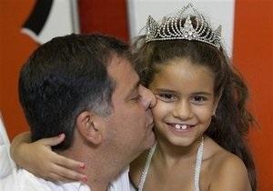 Cемилетняя девочка стала королевой Карнавала в Рио-де-Жанейро