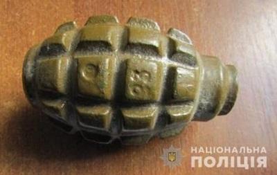 Под Киевом мужчина угрожал жене гранатой во время ссоры