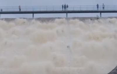 У Великобританії прорвало дамбу водосховища