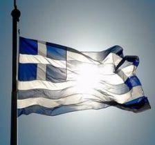 Жители Греции массово выводят деньги из банков