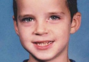 Американец 13 лет молчал о том, кто привязал его к дереву и поджег